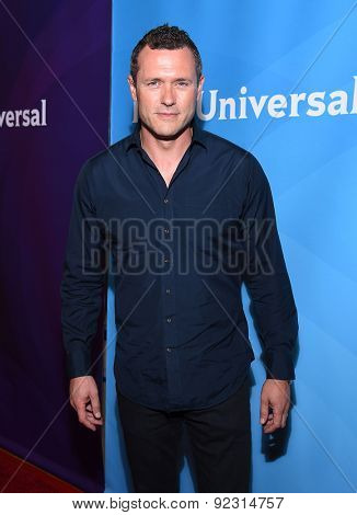 LOS ANGELES - APR 02:  Jason O'Mara arrives to the NBCUniversal's Summer Press Day 2015  on April 02, 2015 in Hollywood, CA