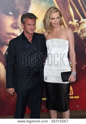 LOS ANGELES - MAY 07:  Sean Penn & Charlize Theron arrives to the