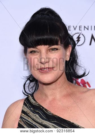 LOS ANGELES - MAY 16:  Pauley Perrette arrives to the An Evening With Women  on May 16, 2015 in Hollywood, CA