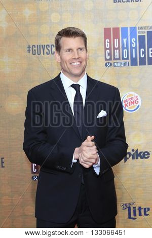LOS ANGELES - JUN 4:  Scott Hanson at the 10th Annual Guys Choice Awards at the Sony Pictures Studios on June 4, 2016 in Culver City, CA