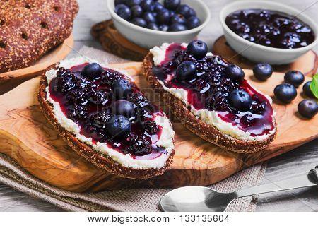 Sweet Berry Crostini Sandwiches