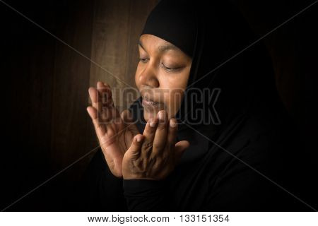 Ramadan prayer of a muslim mature woman
