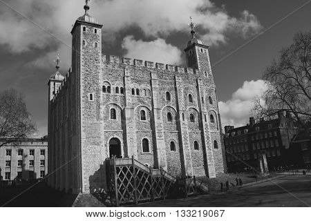 THE WHITE TOWER OF LONDON , ENGLAND