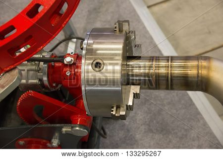 centering scroll chuck of automated robot for welding gas and water pipes