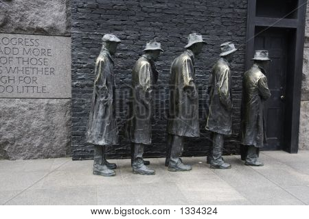 Franklin d. Roosevelt Memorial Bread line