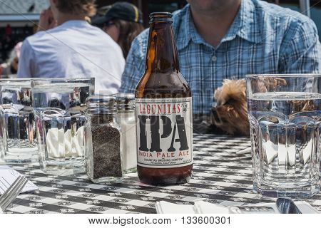 Petaluma CA EUA - APRIL 03 2016: Lagunitas India Pale Ale is a local popular beer