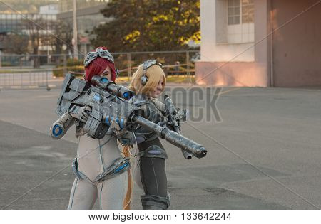 Two Cosplayers Dressed As The Characters From Starcraft