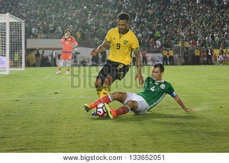 Barnes And Marquez Fighting For The Ball During Copa America Centenario