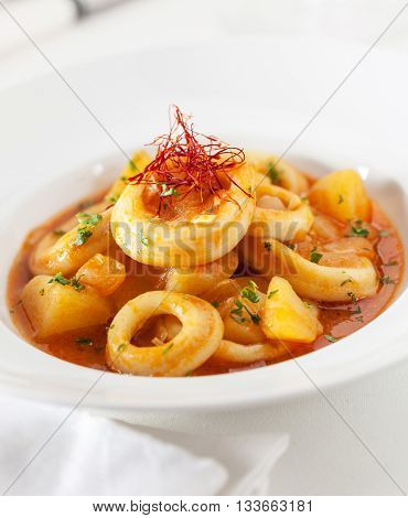 Squid rings in a paprika sauce with parsley and saffron