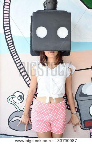 HUA HIN THAILAND - Apr262015 : The girl take photo with art box at coffee drip huahin thailand