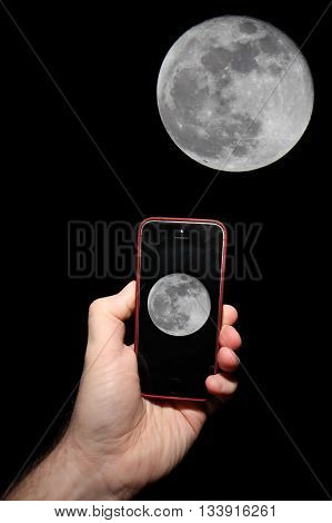 Taking a picture of the moon with a smartphone