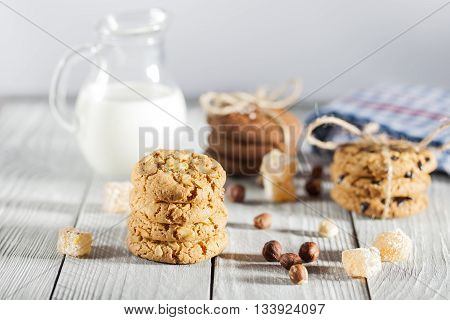 Biscuits with hazelnuts, milk and Turkish delight