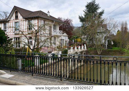 Villennes sur Seine France - april 4 2016 : the Seine riverside in spring