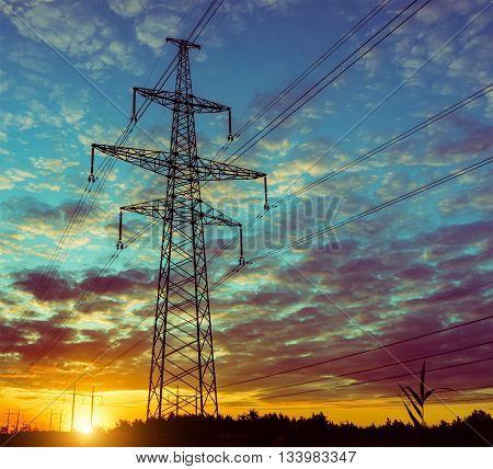 The evening of the pylon outline is very beautiful
