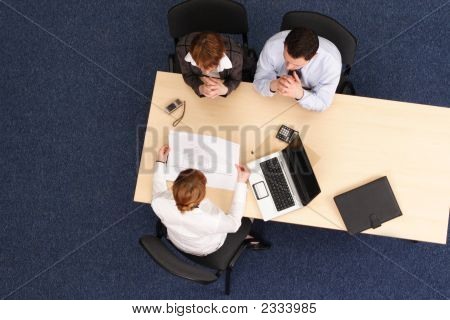 Geschäftsleute arbeiten mit Projekt