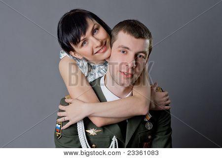 Soldat und Mädchen