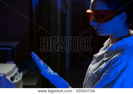Researcher with an agarose gel plate