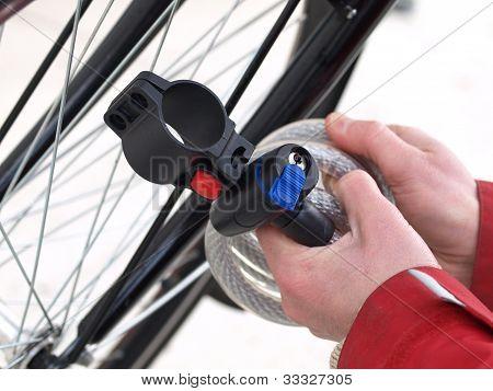 Binden ein Fahrrad, Closeup, isoliert
