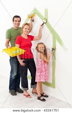 Gezin in hun nieuwe huis - waardoor het een gezellig thuis samen concept