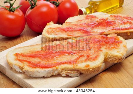 pa amb tomaquet, bread with tomato, typical of Catalonia, Spain