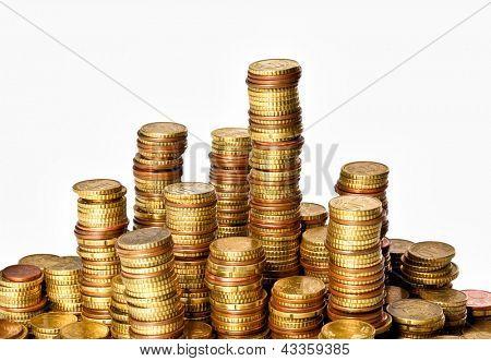 pilhas de centavos de moedas de euro dourado