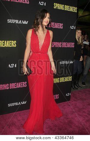"LOS ANGELES - MAR 14: Selena Gomez arriveert bij de ' lente Breakers ""Premiere op de Arclight, Holly"