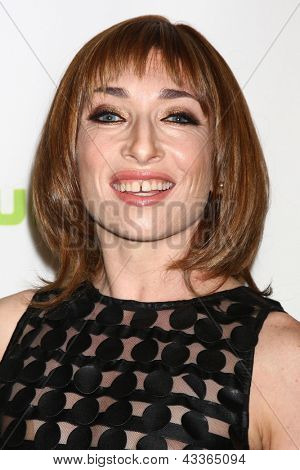 LOS ANGELES - MAR 15:  Naomi Grossman arrives at the