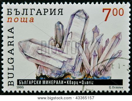 BULGARIA - CIRCA 1995: A stamp printed in Bulgaria shows quartz, circa 1995