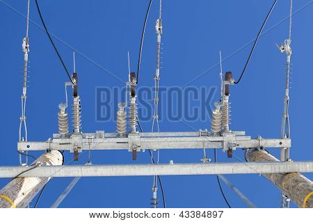 Electricity disconnector,insulators