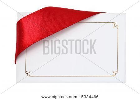 Cartão de presente com fita vermelha