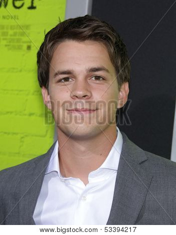 LOS ANGELES - SEP 10:  Johnny Simmons arrives to the
