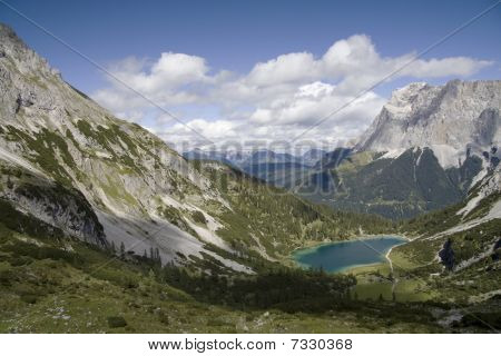 Seebensee lake and Wetterstein massive