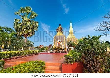 King Setthathirath Statue And Pha That Luang Pagoda Vientiane, Laos