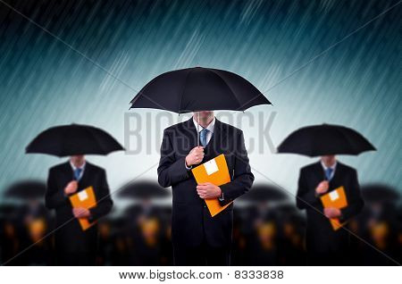 Empresarios en la lluvia