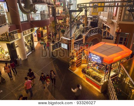 People At First World Plaza, Genting Highlands.