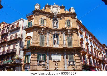Piazza Vigliena (Octagon of the Sun square) building. Palermo