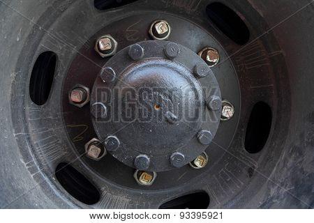 Truck wheel hub