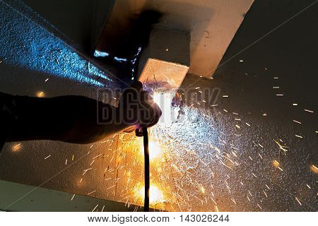 Metal cutting with a gas burner and many sparks