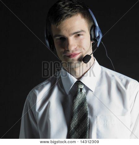 Auricular de teléfono vistiendo de hombre