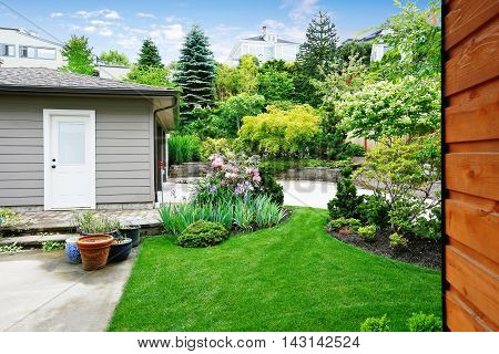 Nice Back Yard Landscape Desing With Well Kept Lawn.