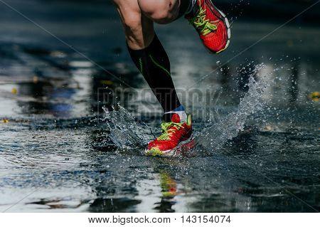 water splashes from under its running shoes men athlete running marathon