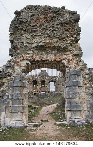 Rear entrance to the castle of San Leonardo de Yague