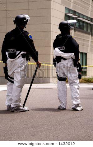 SWAT-Gefahrgut-zwei-Offiziere