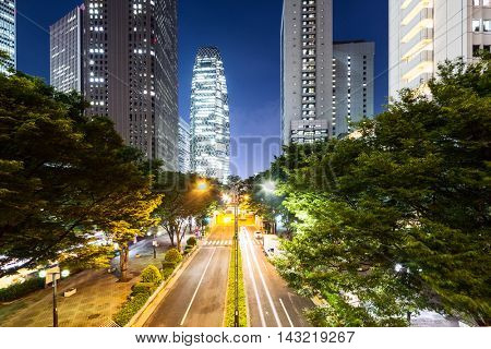traffic on road in downtown of tokyo at twilight