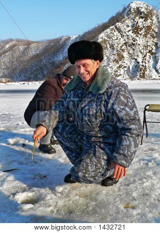 Winter Fishing  4