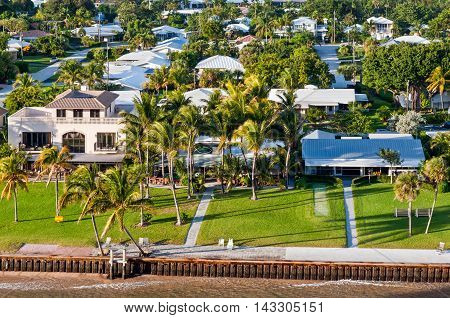 Exclusive waterfront real estate - houses on the bay in Fort Lauderdale