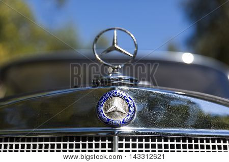 Retro Mercedes-benz Car Logo