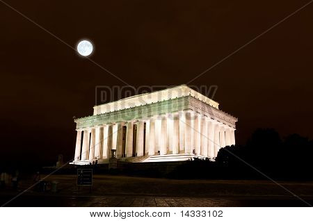 The Lincoln Memorial In Washington Dc