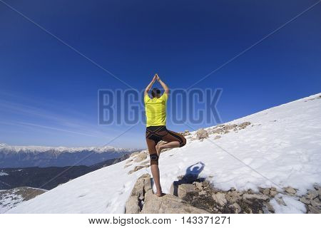 Sports activities in the high mountains in the winter.