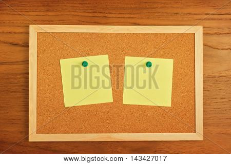 Reminder blank notes paper on cork board